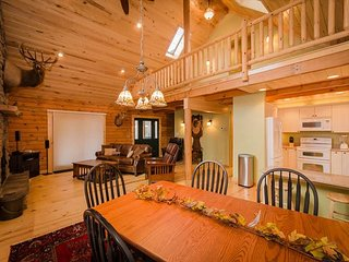 OVR's Chief Nemacolin's Lodge! Sleeps 14, on Stony Fork Creek! Hot Tub!