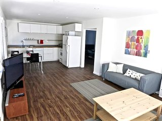 Furnished 2-Bedroom Home at Short Ave & Alla Rd Los Angeles, Los Ángeles