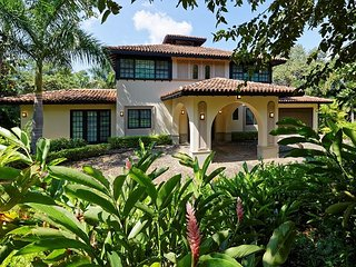 New Modern 4 Bedroom Home in Hacienda Pinilla