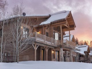 4 Bedroom Mountain Cabin - Sleeps 8!
