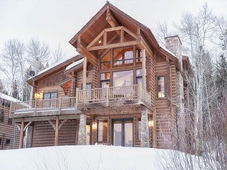 4 Bedroom Mountain Cabin - Sleeps 10!