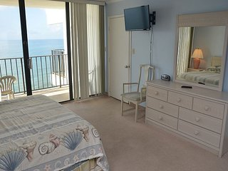 TAKE YOUR VACATION HERE IN THIS BEAUTIFUL AND SPACIOUS 2 BEDROOM SUITE!