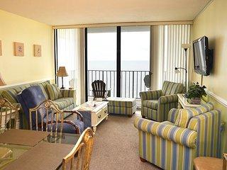 SPACIOUS 3 BEDROOM CONDO RIGHT ON THE OCEAN HERE IN GARDEN CITY SC!