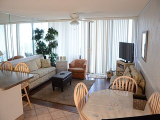 BRIGHT AND AIRY TWO BEDROOM RIGHT ON THE ATLANTIC OCEAN!, Garden City Beach