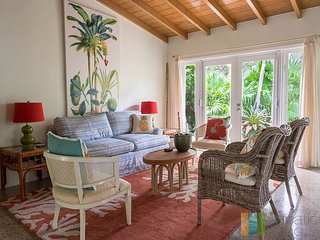 4bed, 2Ba Heated Saltwater Pool home Close to Beach, Atlantic Ave, Delray Beach