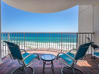 Free Beach Service! Breathtaking Views of the Gulf and Pool Access.