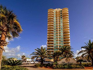 14th Floor Unit~Spectacular Amenities~Book your Vacay Today!