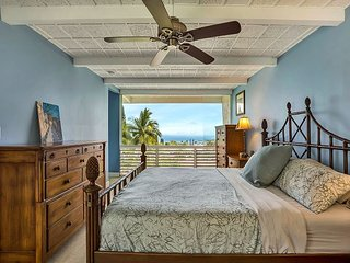 Experience Vintage Hawaii with an Ocean View and Private Pool!, Kailua-Kona