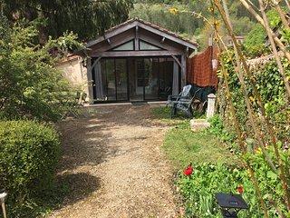 Gite tranquille avec tres grand jardin et wifi