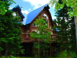 Brian Head's-Beautiful, Sunny and Spacious Ski-In, Ski-Out Mountain Home