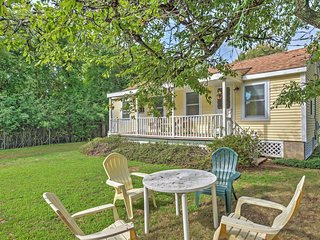NEW! 4BR Misquamicut Cottage 2 Blocks from Ocean!