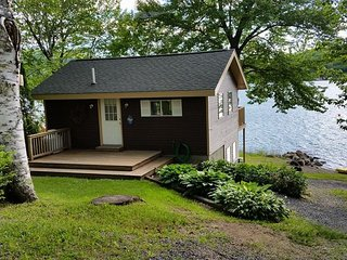 SWAN LAKE COTTAGE   PRIVATE BEACH, DOCK