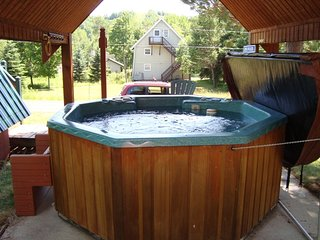 Outdoor Hot Tub 2 BR 1 Bath A-Frame Big Powderhorn, Bessemer