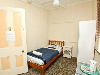 Bowen Terrace Accommodation - Single Room