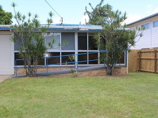 Golden Beach House - 16 Churchill Street Golden Beach QLD