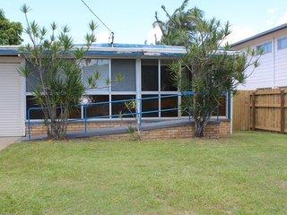 Golden Beach House - 16 Churchill Street Golden Beach QLD