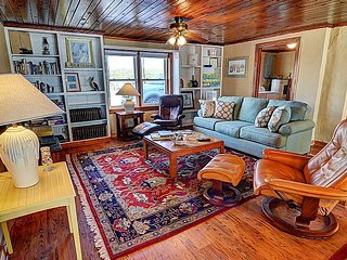Emotional Rescue Down - Breathtaking Ocean View, Stylishly Updated, Pet Friendly, Topsail Beach