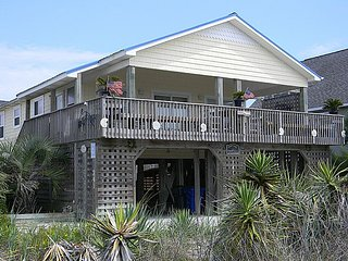 Ross - Charming Second Row Cottage with Covered Deck and Ocean Views