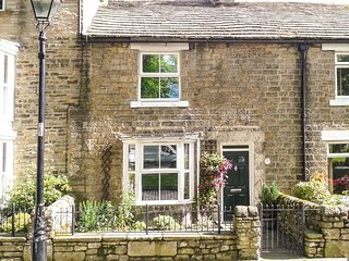 GENTIANA COTTAGE, ideal retreat for couples and families, village centre