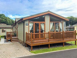 SEA BREEZE, detached lodge, en-suite, enclosed decked area, pet-friendly, Stepas