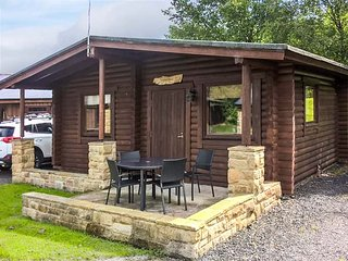 HARBOTTLE LODGE, wooden chalet, decked veranda, footpaths and cycle paths from