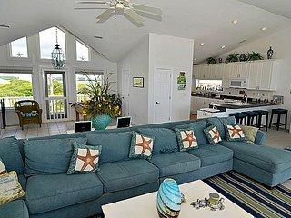 WaveWatch Inn - Phenomenal Oceanfront View, Modern Interior, Hot Tub, Jacuzzi, Elevator, Topsail Beach
