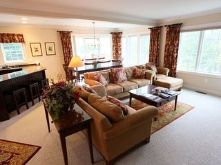 Luxury Topnotch Overlook Resort Home with Mt. Mansfield views! Sleeps 8 with added entertainment floor option!, Stowe