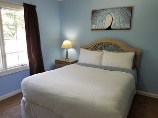 Bedroom with Queen Bed, Pool Access, Shared Bath, Elizabethtown