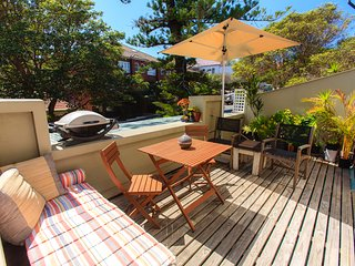 Manly Beach Pad- Sunny spacious 3br with Balcony!
