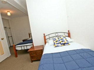 Bowen Terrace Accommodation - Two Bed Mixed Dorm, Brisbane