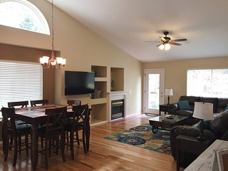 Spacious 5 Bdr Family Home, near Park & Rec Centr, Lower rates for Spring!