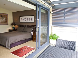 Forsyth BnB Rozelle room, Balmain