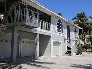 154 Connecticut St A & B - 5 bedrooms, Fort Myers Beach