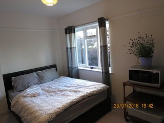 Lovely modern interior - whole house with free parking