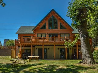 Newly bulit luxury log home in perfect location!
