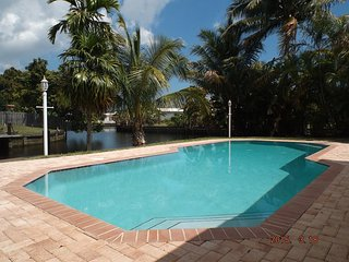 Waterfront House near Beaches private pool & dock, Fort Lauderdale