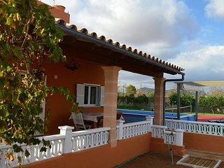 Casa rural con piscina y pista tenis. Playa 9km