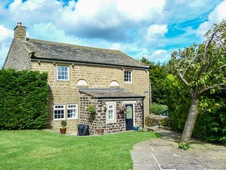CHAPEL HOUSE, detached, stone-built cottage, woodburner, Sky TV, WiFi, in Cowlin