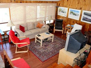 Nuthatch cottage (#929), Otter Lake