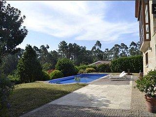 Casa clásico moderna con piscina en Tui