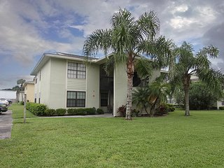 2bed/ 2 bath condo. Walk to beach and restaurants, Saint Augustine Beach