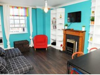 HALF PENNY BRIDGE APARTMENT 3