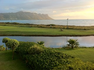 Greenways Golf Estate and Beach, Strand