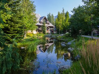 Gorgeous 1 Bed sleeps 4 Lagoons, Village Location, Whistler
