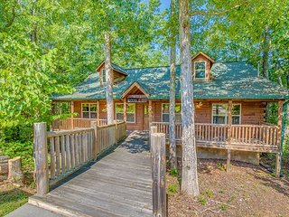 Double D's Ranch: 2BR Cabin w/ Hot Tub & Pool Table (Sleeps 6), Sevierville