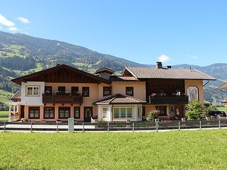 4 bedroom Apartment in Kaltenbach, Zillertal, Austria : ref 2295405
