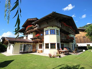 4 bedroom Apartment in Kaltenbach, Zillertal, Austria : ref 2369238