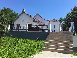 Luxe huis met zwembad, nabij spa en Balatonmeer, Igal