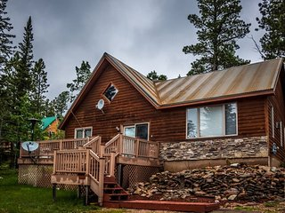 Alpine Getaway - with new outdoor Hot Tub!