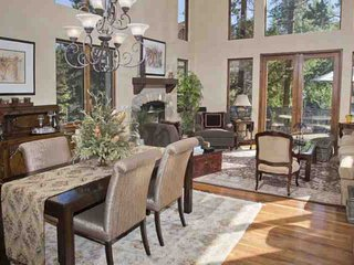 Luxury Mtn Living Home, Quiet Culdesac, Close to Vail, Great location Summer and Winter!